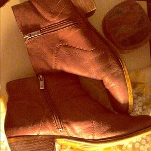 Lucky brand size 9, leather bootie